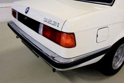 BMW 323 i wit 21.jpg