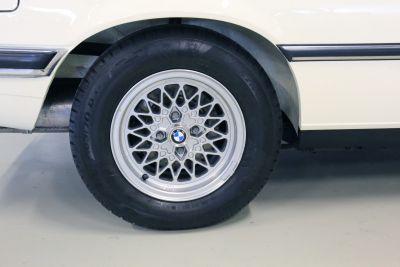 BMW 323 i wit 22.jpg