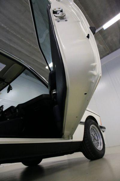 BMW 323 i wit 27.jpg