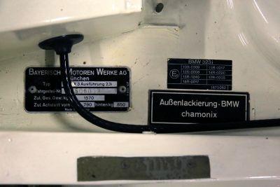 BMW 323 i wit 31.jpg