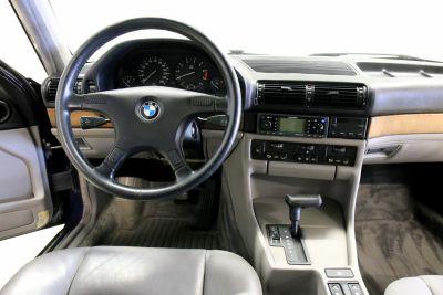 BMW 7 serie blaauw.jpg24.jpg